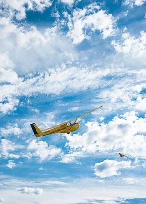 Photo d'un planeur jaune