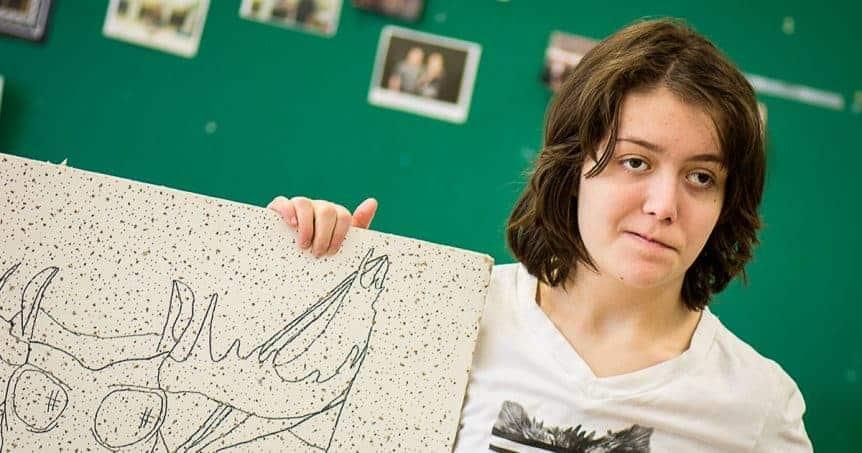 Mélissa parle le dessin (autiste inspirante)